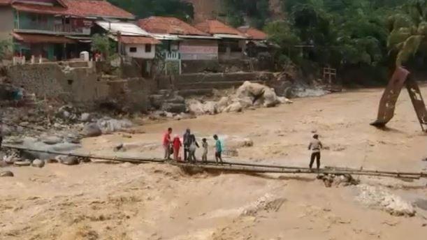 Sempat Terisolasi Lebih dari Sepekan, Akses ke Desa Cileuksa Sukajaya Bogor Sudah Bisa Dilalui