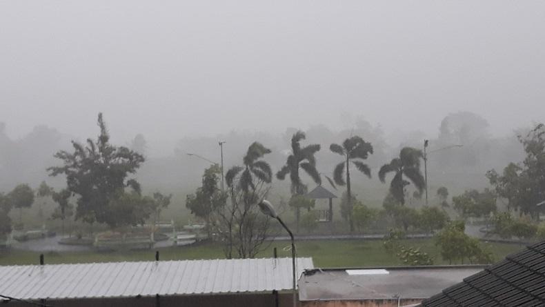 BMKG Prediksi Oktober Awal Musim Hujan, Warga Diingatkan Potensi Bencana