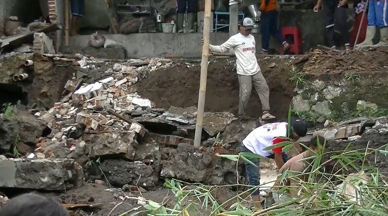 Tanggul Irigasi Jebol, Bangunan Ponpes di Temanggung Longsor
