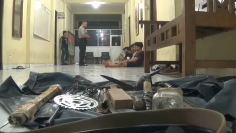 Polisi Tangkap 10 Pelajar Bersenjata Tajam di Yogyakarta yang Akan Serang SMK 3