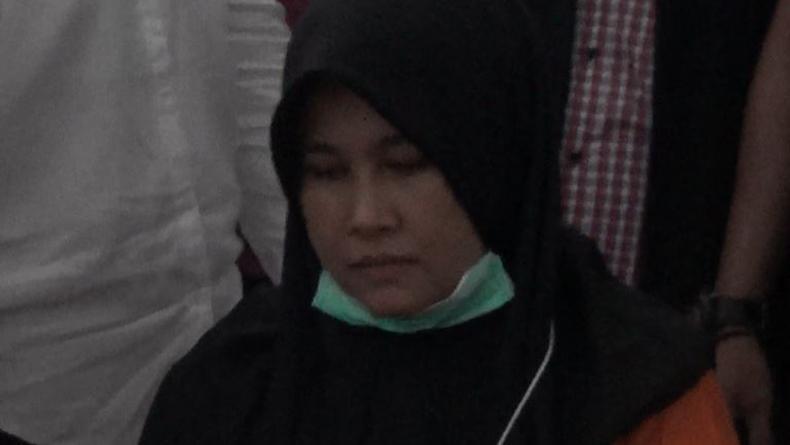 Ungkap Motif Bunuh Suami, Istri Hakim PN Medan Menangis saat Reka Ulang Pembunuhan