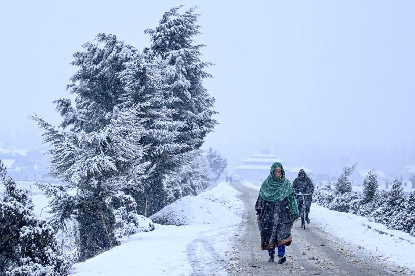 100 Orang Tewas akibat Longsor Salju di Kashmir Pakistan