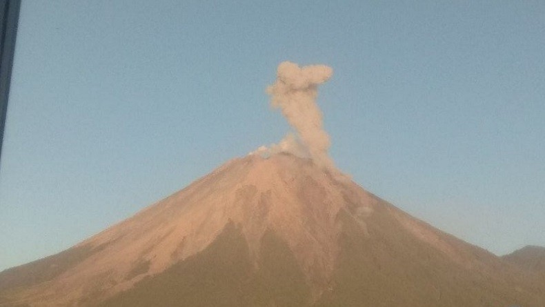 Gunung Semeru 2 Kali Meletus Hari Ini, PVMBG: Status Masih Waspada