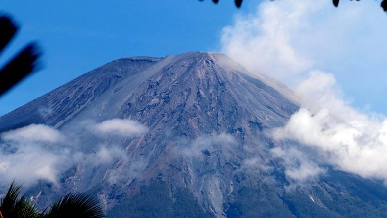 Gunung Semeru Meletus, Terjadi Gempa Guguran