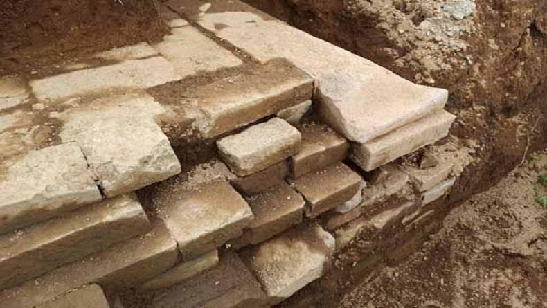 Warga Dieng Temukan Batuan Mirip Candi saat Gali Tanah
