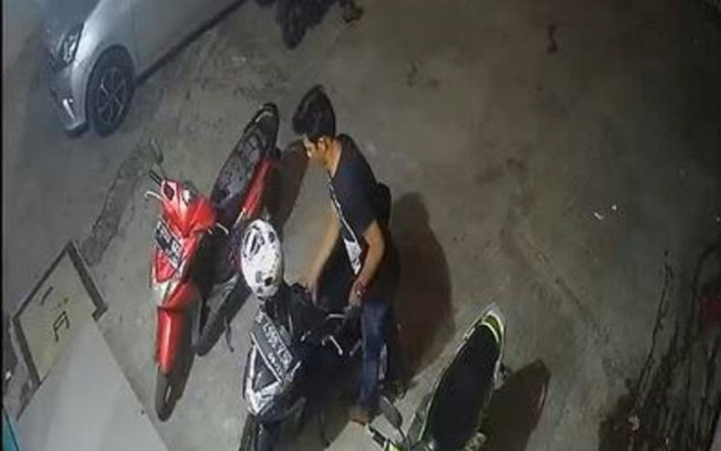 Terekam CCTV, Aksi Pencurian Motor di Bekasi Butuh Waktu Kurang dari Semenit
