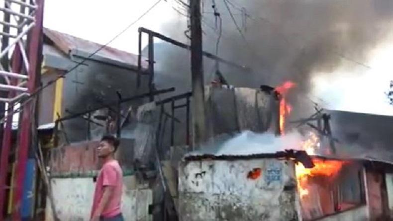 Diduga Korsleting Listrik, 7 Rumah Warga di Makassar Terbakar dan 1 Orang Luka-Luka
