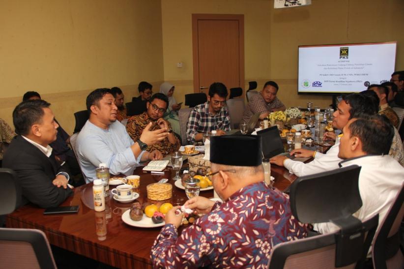 Aktivis Demokrasi Audiensi soal Revisi UU Politik dengan PKS, Ada Apa?