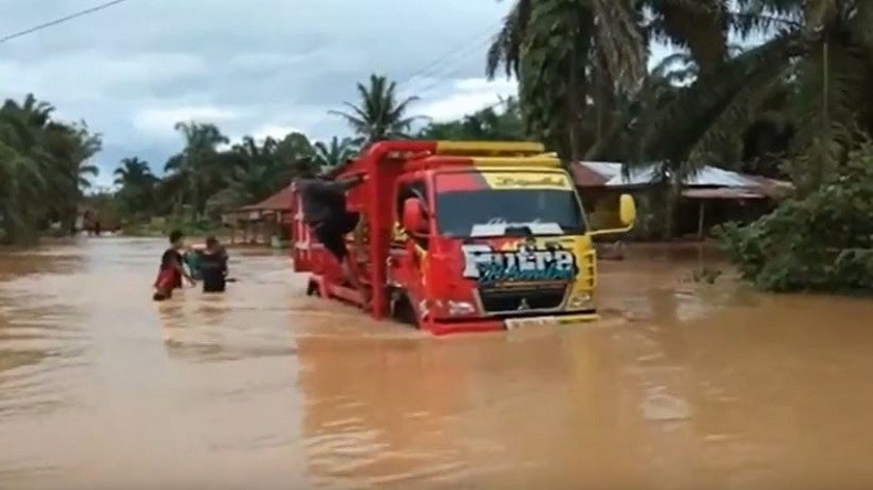 Banjir Masih Rendam Mandailing Natal akibat Curah Hujan Tinggi