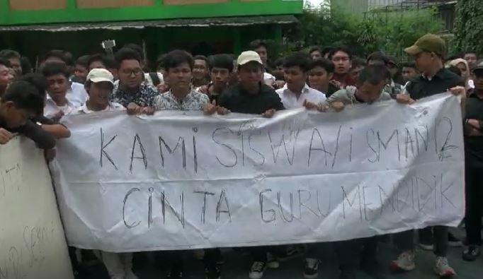 Siswa SMA Negeri 12 Bekasi Demo Tolak Oknum Guru Pukuli Temannya Dicopot