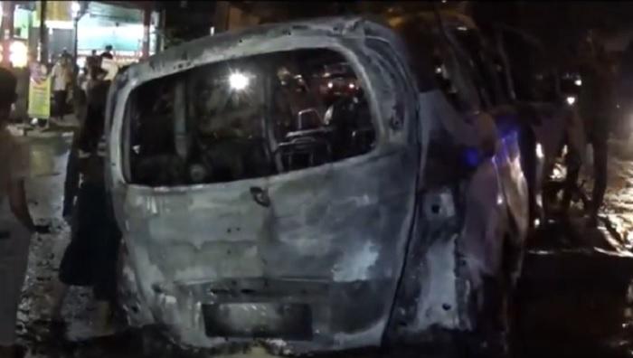 Pengemudi di Medan Tewas Terbakar usai Mobil Ngebut Hantam Pohon