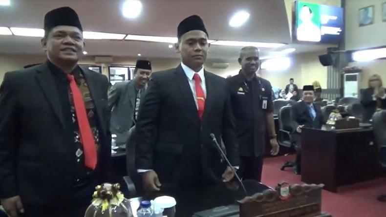 Jarang Senyum, Rahmat Taqwa Tampak Tegang saat Dilantik Jadi Anggota DPRD Makassar