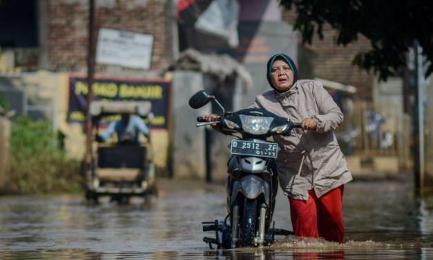 Banjir di Jalan Andir-Ketapang Kabupaten Bandung, Genangan Capai 1 Meter