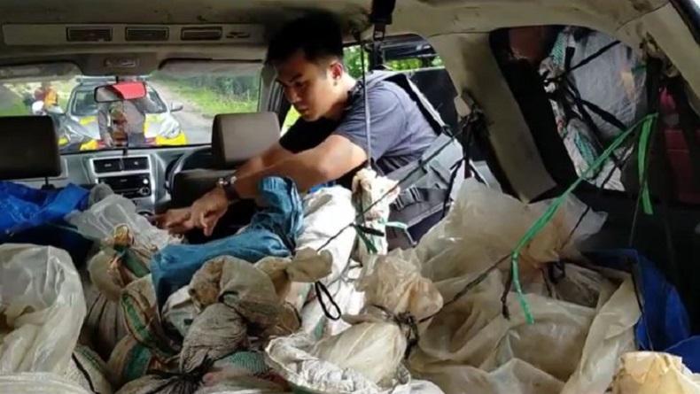 Polisi Setop Mobil Mencurigakan di Jalan Poros Malino Gowa, Ternyata Bawa 1.000 Liter Miras