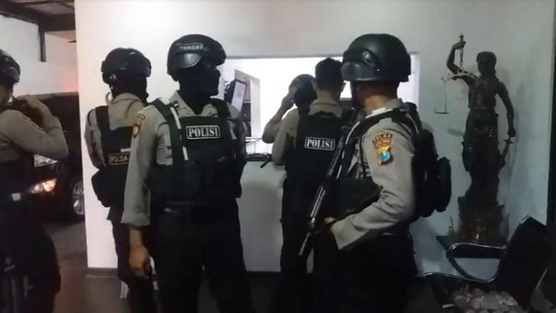 Penyidik KPK Geledah Kantor Advokat Milik Adik Ipar Nurhadi di Surabaya