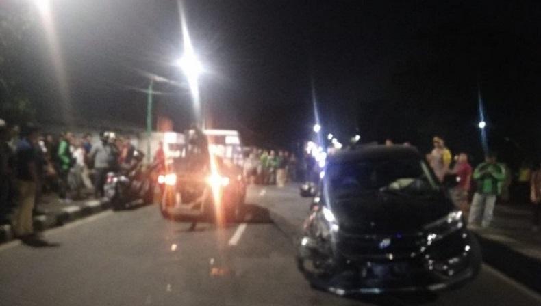 3 Minibus Terlibat Tabrakan Beruntun di Jalan Basuki Rahmat Selasa Dini Hari