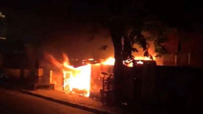 Warkop di Gresik Ludes Terbakar, Asal Api Masih Diselidiki