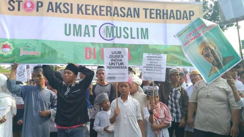 Kecam Kekerasan Muslim India, Massa Ormas Islam Demo Kantor Konjen di Medan