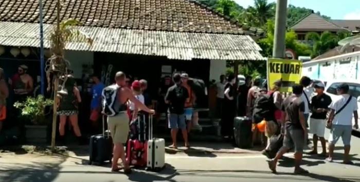 Gili Trawangan Ditutup, Turis Menumpuk di Pelabuhan Padangbai Bali
