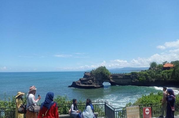 Liburan Idul Adha, Tanah Lot di Bali Dikunjungi hingga 1.500 Orang