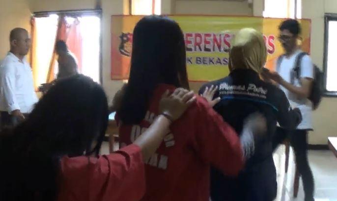 Dibakar Api Cemburu, Dua ABG Putri di Bekasi Aniaya Teman hingga Tewas