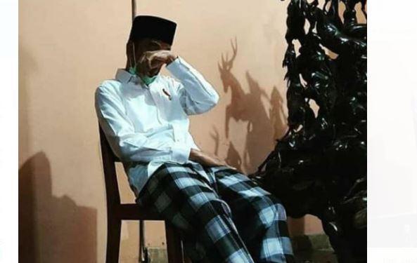 Viral Foto Jokowi Terduduk dan Tutupi Muka, Netizen Ramai-Ramai Mendoakan