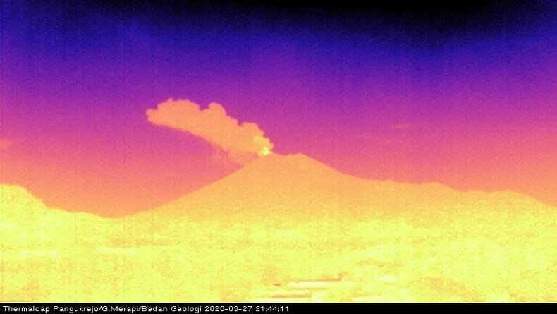 Gunung Merapi Erupsi Lagi Jumat Malam, Kolom Abu Setinggi 1 Km