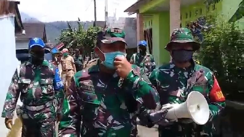 TNI Keliling Kampung Awasi ODP Corona agar Tak Keluyuran