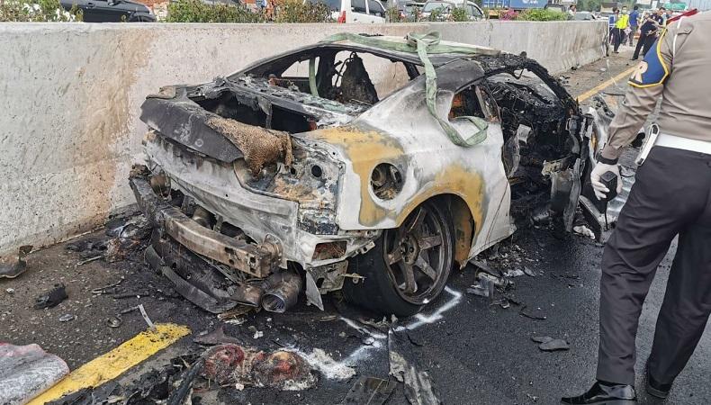 Begini Penampakan Mobil Wakil Jaksa Agung Arminsyah, Ringsek dan Hangus Terbakar