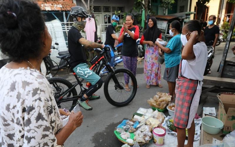 Keliling Pasar Bagikan Masker, Ganjar Pranowo: Jangan Nyinyir