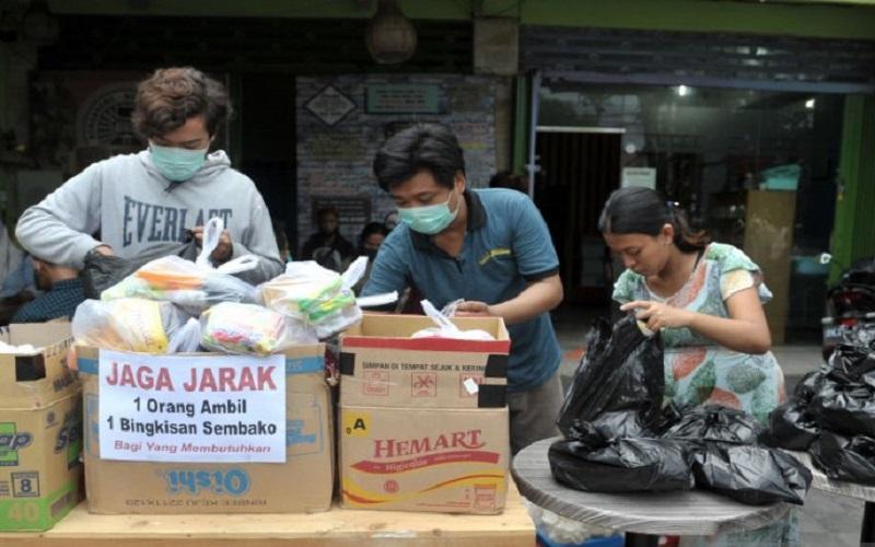 Patut Dicontoh, Warga Bali Ini Gratiskan Sembako dan Nasi Goreng di Lapaknya