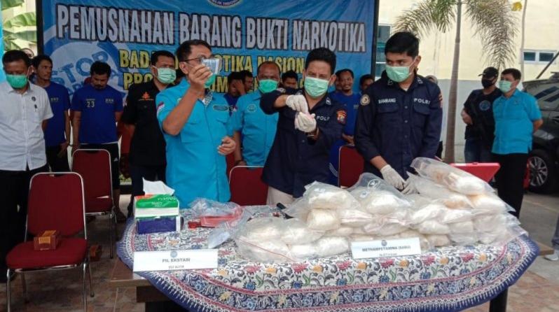 BNNP Sumut Musnahkan 26 Kg Sabu dan 700 Pil Ekstasi Hasil Operasi Kasus Narkoba