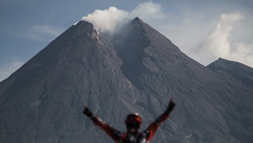 Gunung Merapi Menggembung, Ahli Vulkanologi: Tetap Tenang dan Jangan Panik