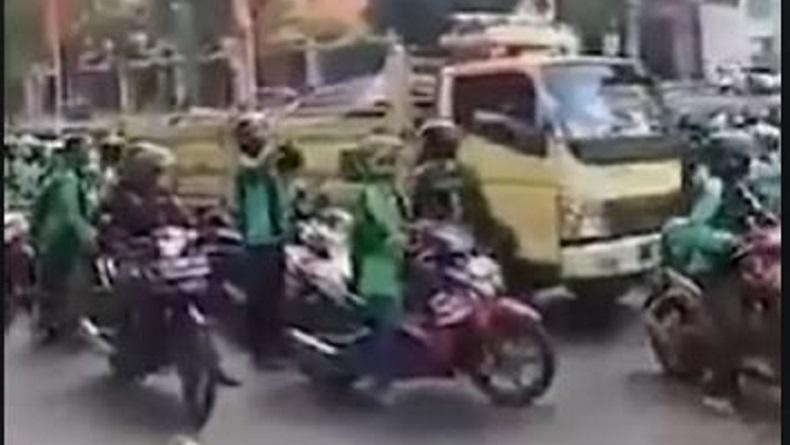 Viral Video Ojol Hadang Truk Sembako di Surabaya Hoaks, Ini Klarifikasi Polisi