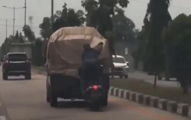 Video Viral Bajing Loncat Beraksi di Jalan Tol Tanjung Mulia Kota Medan