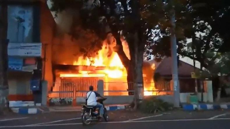 Gudang Mebel di Pasuruan Ludes Terbakar, Api Diduga dari Pembakaran Sampah