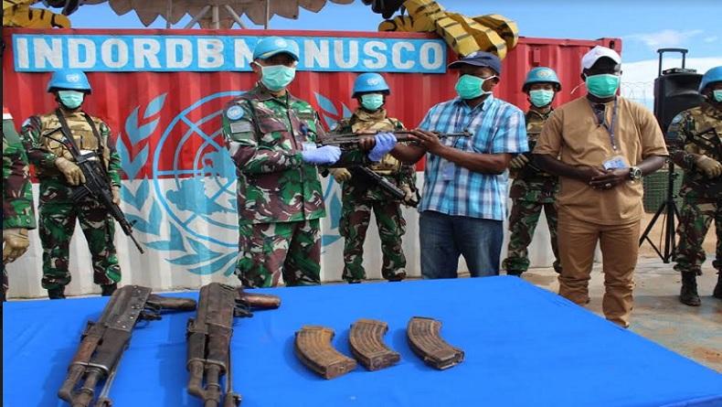 Pasukan Garuda Kembali Terima 3 Pucuk Senjata AK-47 dari Eks Combatan