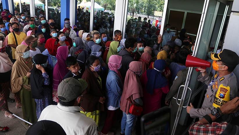 Ratusan Warga Serbu Lumbung Pangan Jawa Timur - Bagian 5