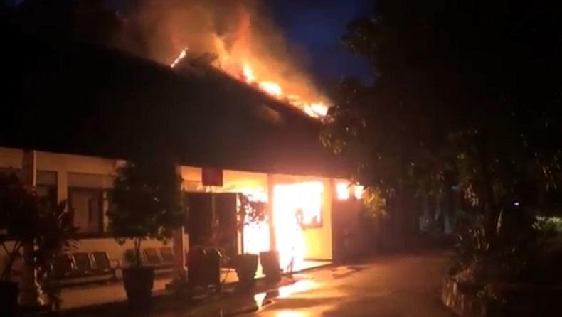 Diduga Korsleting Listrik, Gudang Obat Dinkes Kota Blitar Terbakar