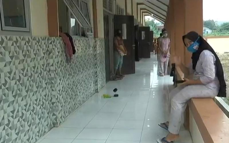 Pemudik Asal Jakarta Ini Menangis Lihat Karantina Ibu Hamil dan Balita Dicampur