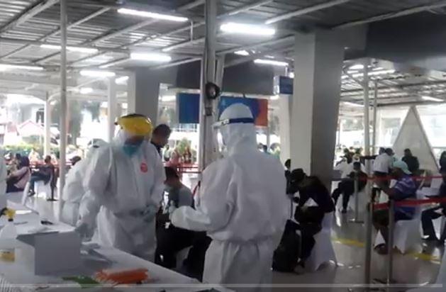 Ratusan Penumpang KRL Jalani Tes Swab di Stasiun Bogor
