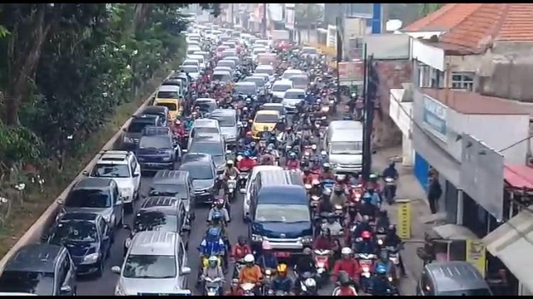 Hari Pertama PSBB di Surabaya Raya, Lalu Lintas Sidoarjo-Surabaya Lumpuh