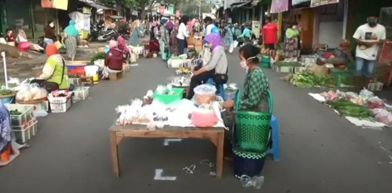 Bermula dari Jateng, Aturan Jaga Jarak di Pasar Tradisional Diterapkan secara Nasional