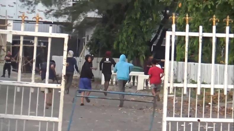 Usai Sahur, Dua Kelompok Remaja di Makassar Tawuran Sambil Bawa Parang