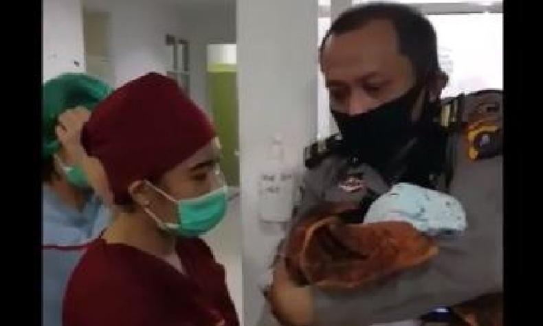 Polisi di Medan Selamatkan Bayi Baru Lahir yang Ditemukan di Teras Rumah Warga
