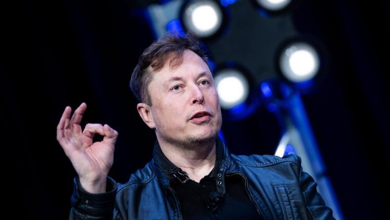 Elon Musk Kalahkan Jeff Bezos dalam Tender Pengadaan Roket Luar Angkasa