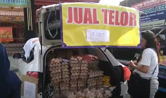 Telur Infertil Dijual Bebas di Pasar Wage Banyumas, Peternak Ayam Protes