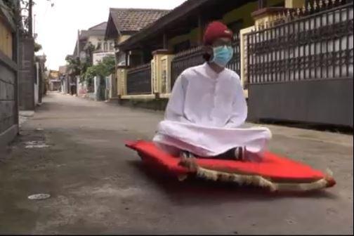 Viral Pria di Cimahi Berkendara ala Aladdin