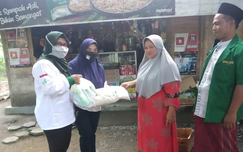 Peduli Nasib Guru Ngaji, Anggota DPRD Kendal dari Partai Perindo Bagikan Sembako
