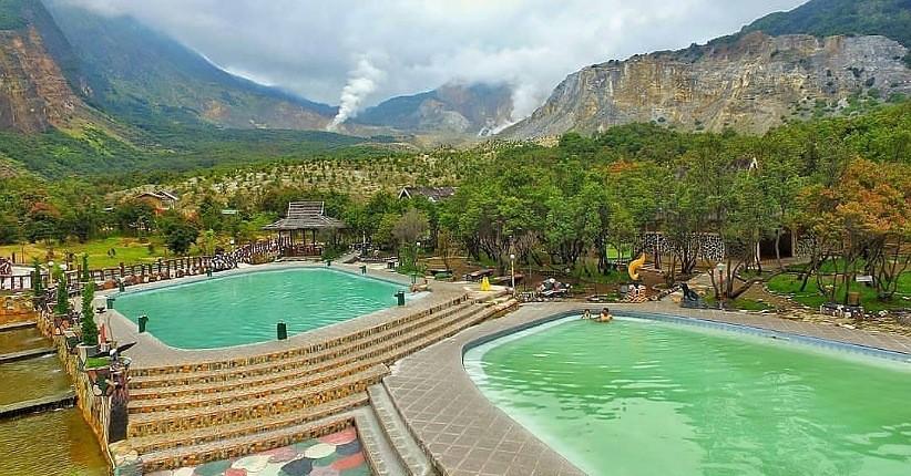 Wisata Kolam Air Panas di Lereng Gunung Papandayan, Bisa Lihat Keindahan Kawah